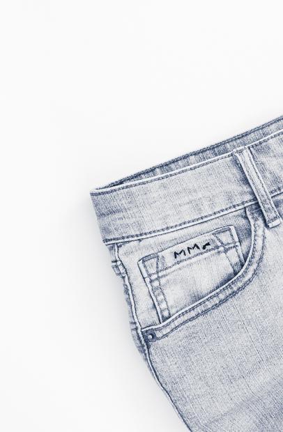 JeansFar620.jpg