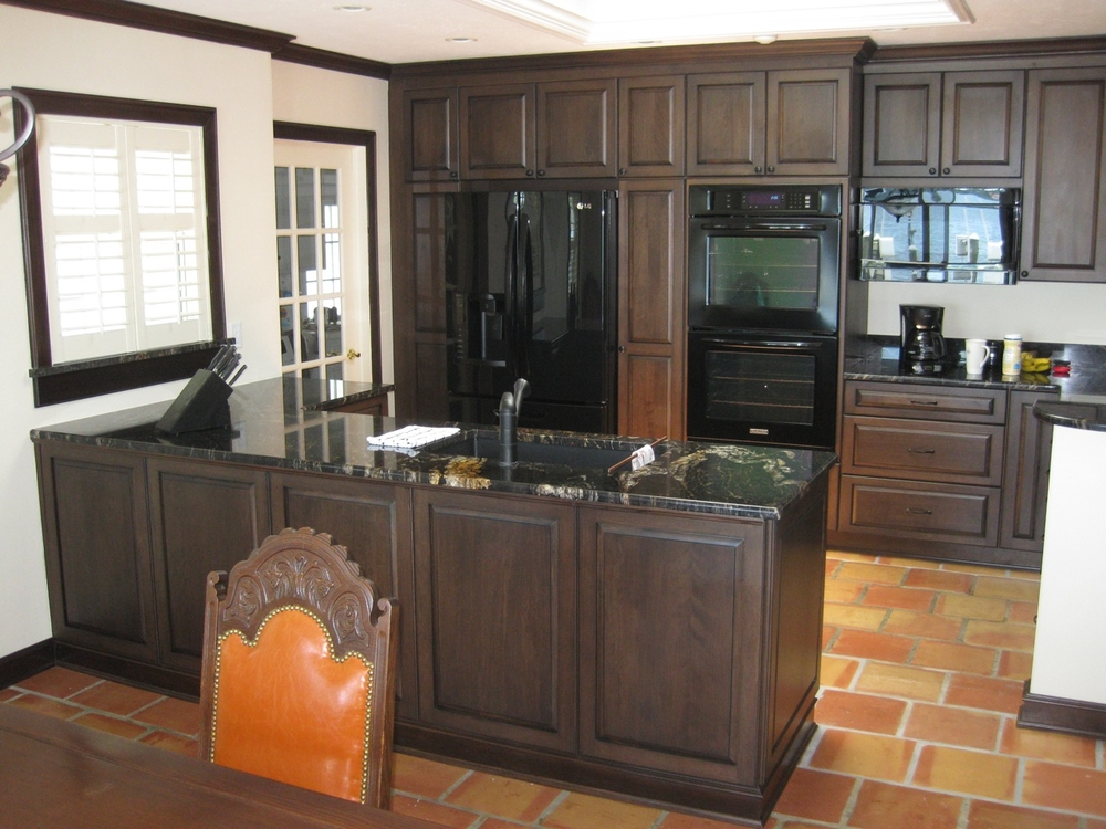 I handled this kitchen remodel project for a private home owner in Sarasota.  I designed the new kitchen to create an open feeling that ties into the central spaces of the house. Cabico offers unlimited design options with hundreds of door styles, numerous species of wood, and an almost unlimited palette of finishes, paints and glazes. This project features a 5-step finishing process with a Walnut stain on Red Birch doors with an Heirloom Black glaze.