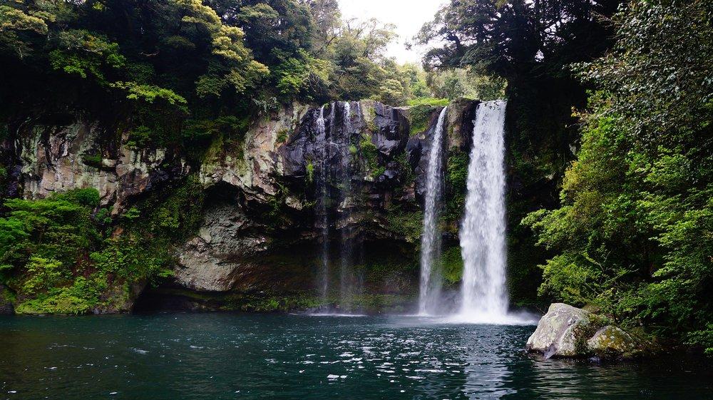 Cheonjiyeon Waterfall.jpg