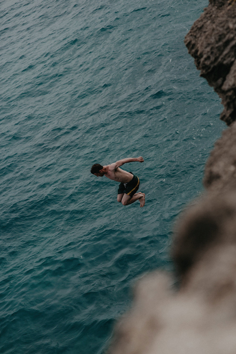 hawaii kauai elopement cliff jumping photo