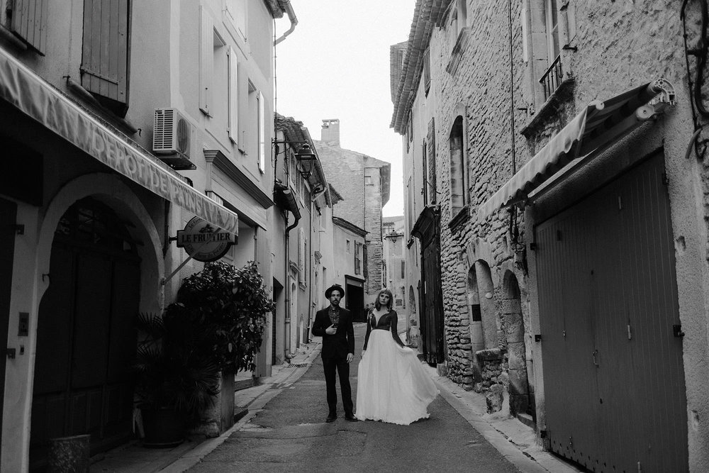 goult provence france elopement vow renewal couple street portrait photo