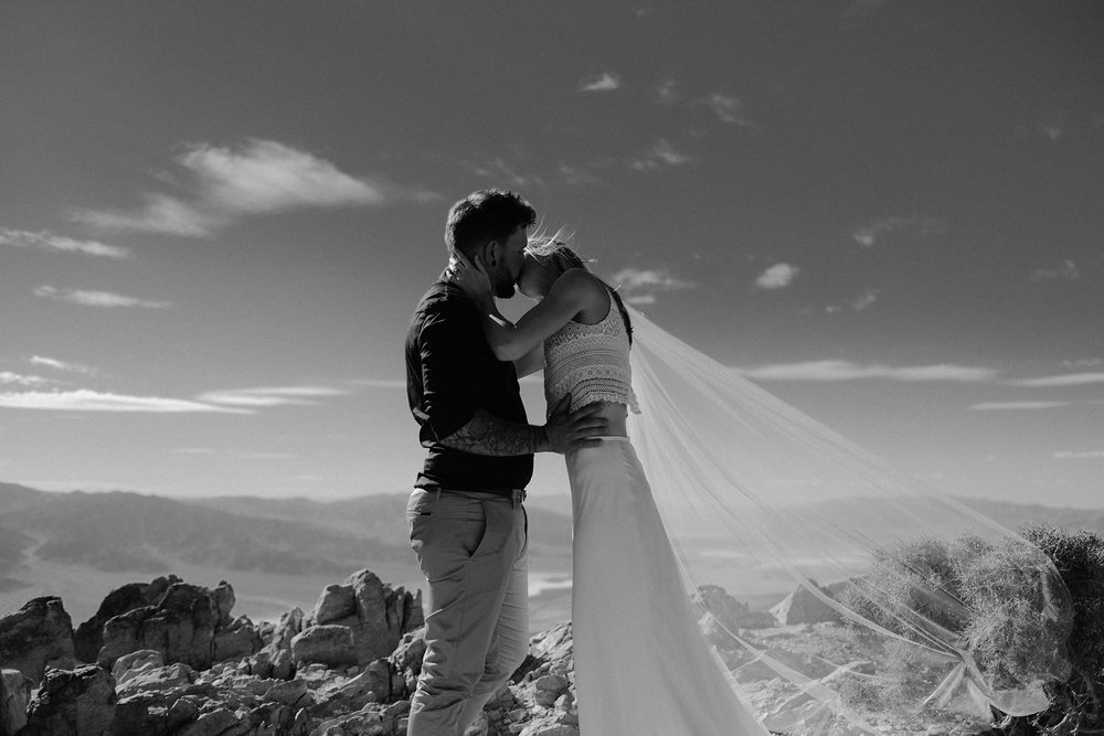 death valley adventure elopement wedding photographer national park ceremony kiss