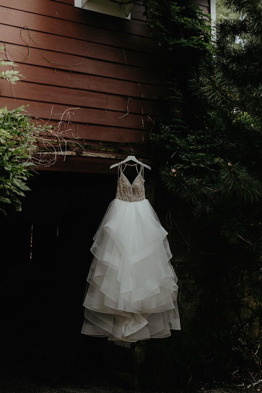 andover new jersey crossed keys estate adventure wedding photographer dress