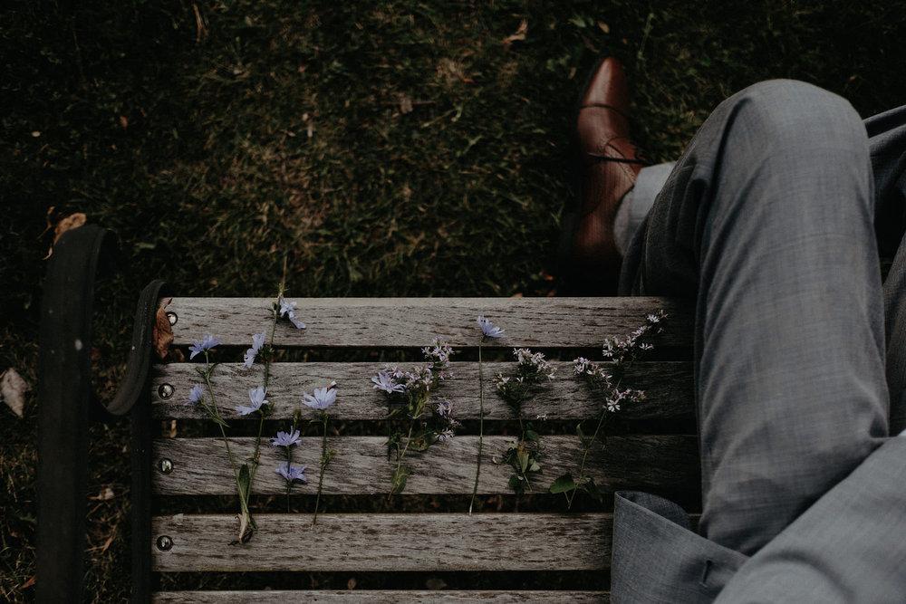 andover new jersey crossed keys estate adventure wedding photographer flowers on bench