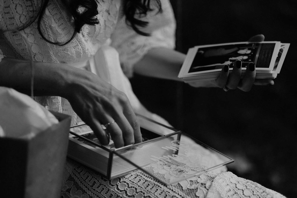 andover new jersey crossed keys estate adventure wedding photographer bride reading letter tree swing photo