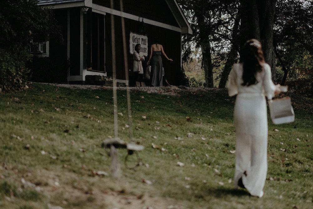 andover new jersey crossed keys estate adventure wedding photographer bride reading letter tree swing