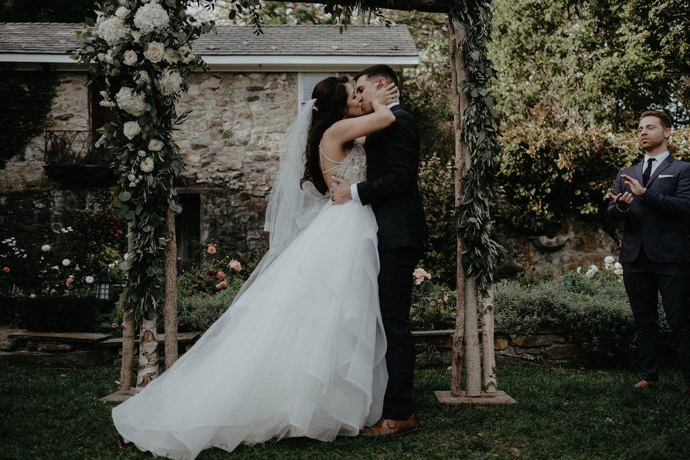 andover new jersey crossed keys estate adventure wedding photographer ceremony bride groom kiss