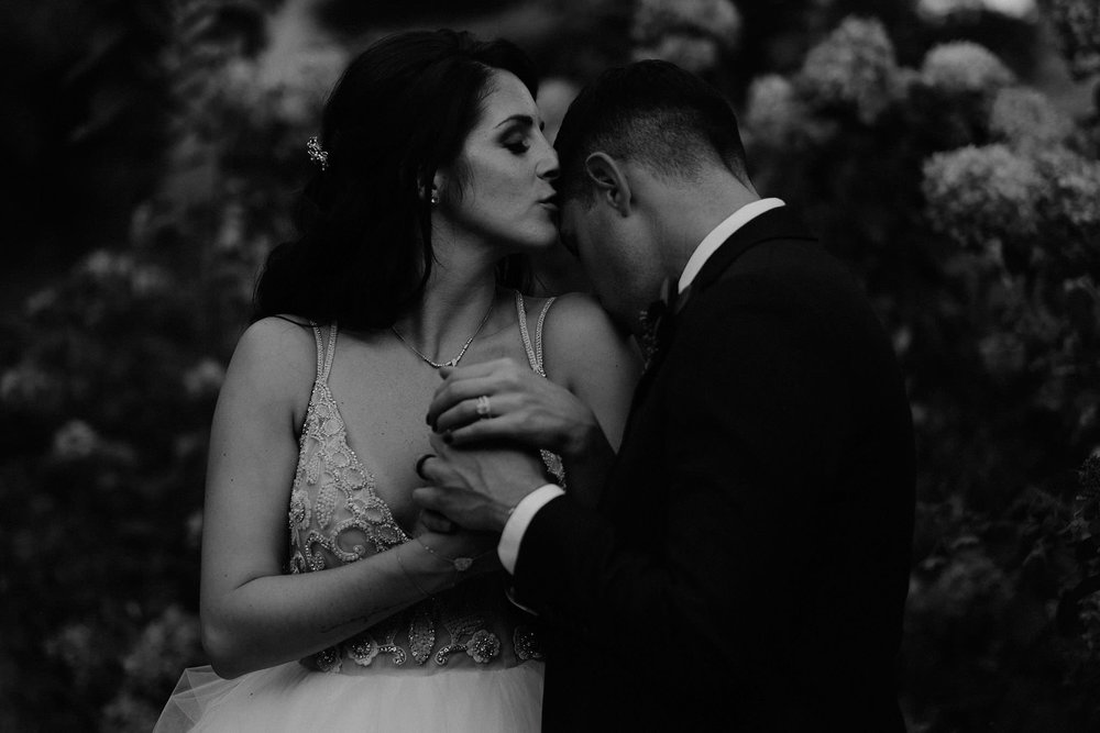 andover new jersey crossed keys estate adventure wedding photographer bride groom portrait kiss