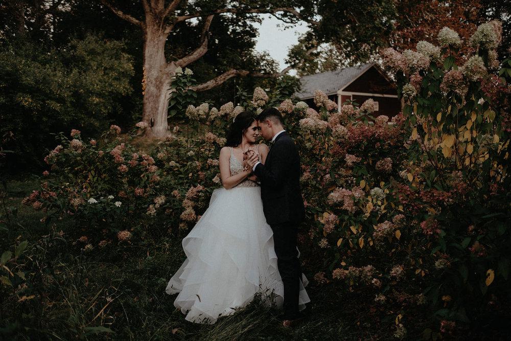 andover new jersey crossed keys estate adventure wedding photographer bride groom portrait flowers