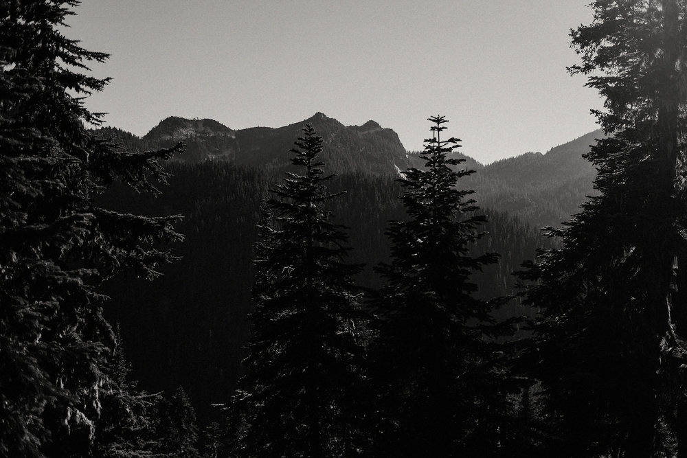 cascade mountains sunset photo