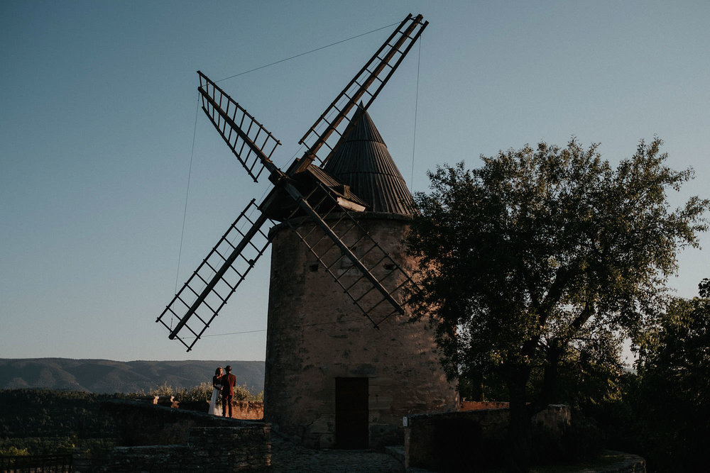 intimate wedding adventure elopement renewal photographer provence france windmill goult