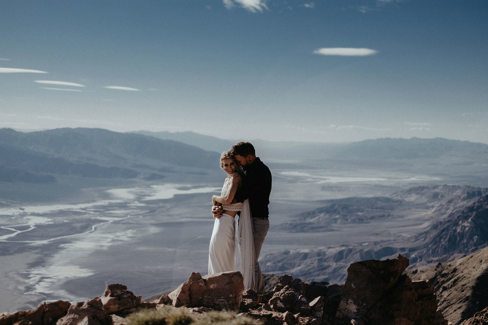 intimate wedding adventure elopement photographer death valley mountain couple sunset photo