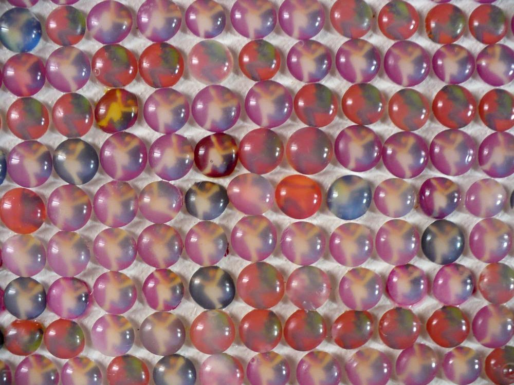 Benedetta Galli  Duemilaottocentonovanta, Popolo rosso  (2011) foto e silicone su tela cm 53,5x54