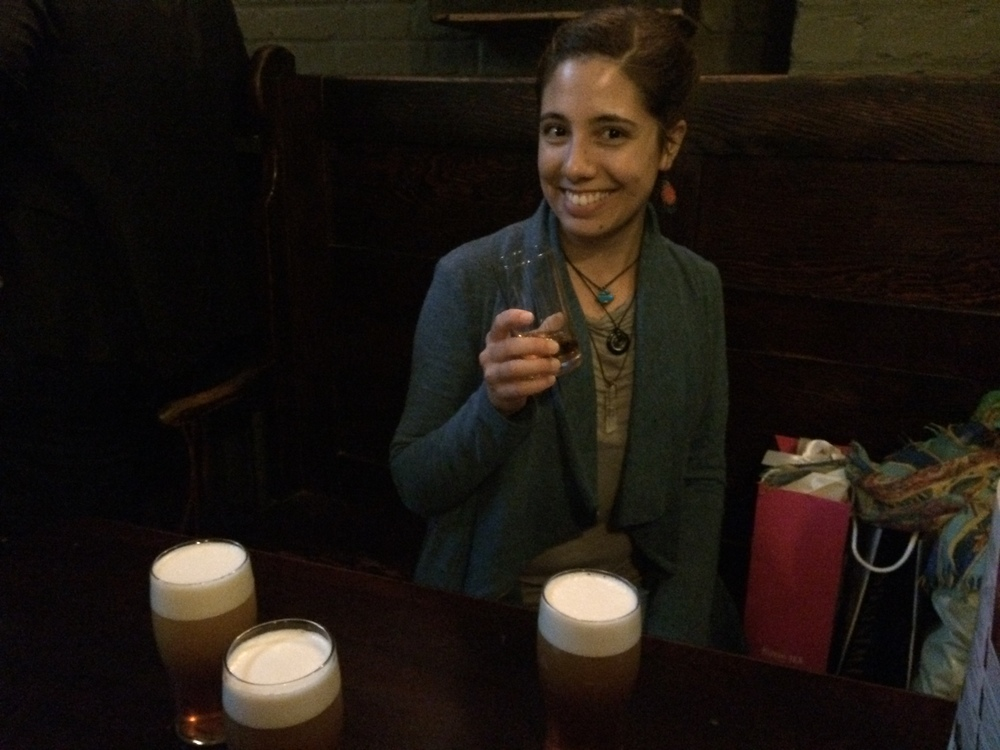 Enjoying a pint and a whiskey at Ye Olde Cheshire Cheese after a day of adventuring!