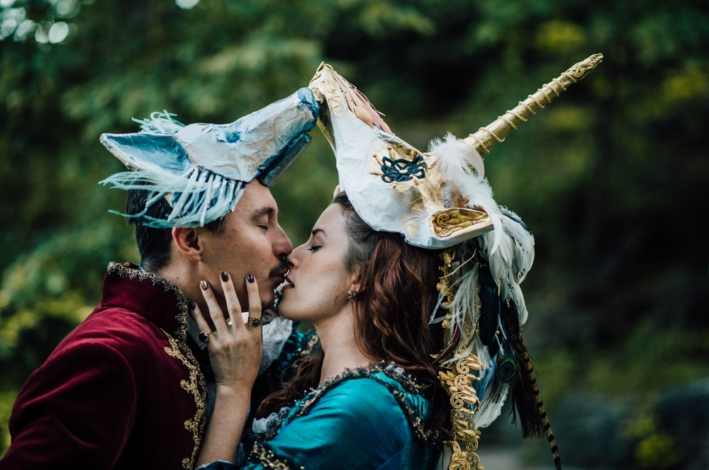 wolf and unicorn kissing