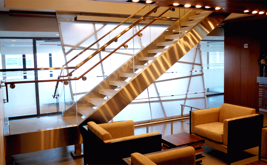 COM_110E59th_01_stair.png