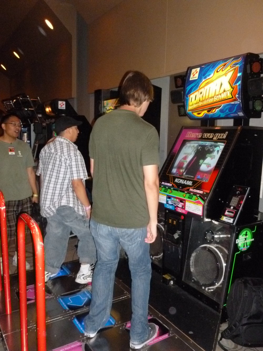 I was quite suprised that they had a DDR machine, even more suprised it was a recent version (DDRX3 with 2nd Mix).JPG