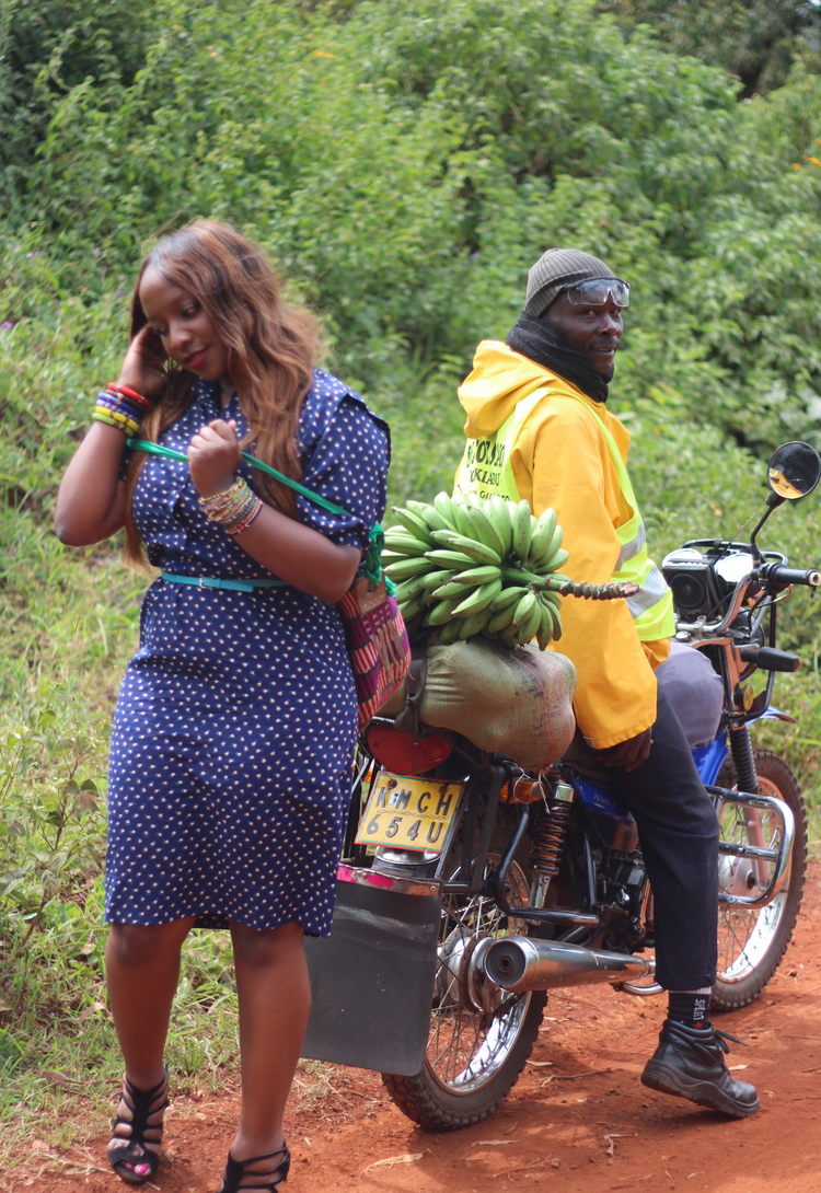 2014 - Gatundu Part 0ne - Pulled over the side of the road. Took pictures. Mum handed me to kiondo to complete the look. She then calls out poses on the other side of the camera.