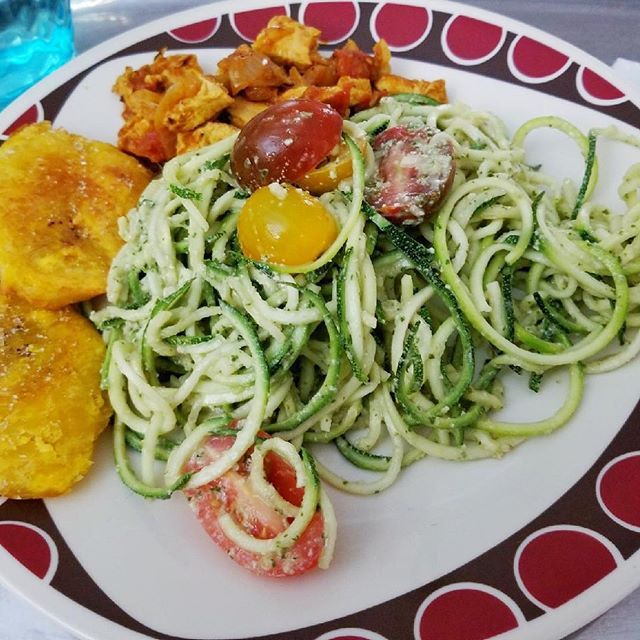 #zoodles #pesto #heirloom #cherryTomatoes @gardein #chicknStrips #tostones #vegan 🌱 deliciousness 😋
