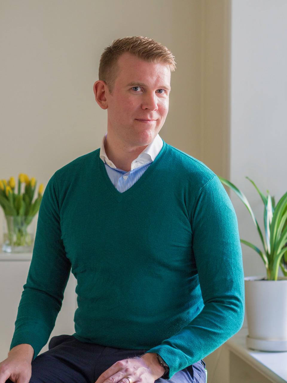 Johan Edfeldt - Vad glad jag blir om du skulle läsa min debutroman Den försvunna färgen :) Tack!