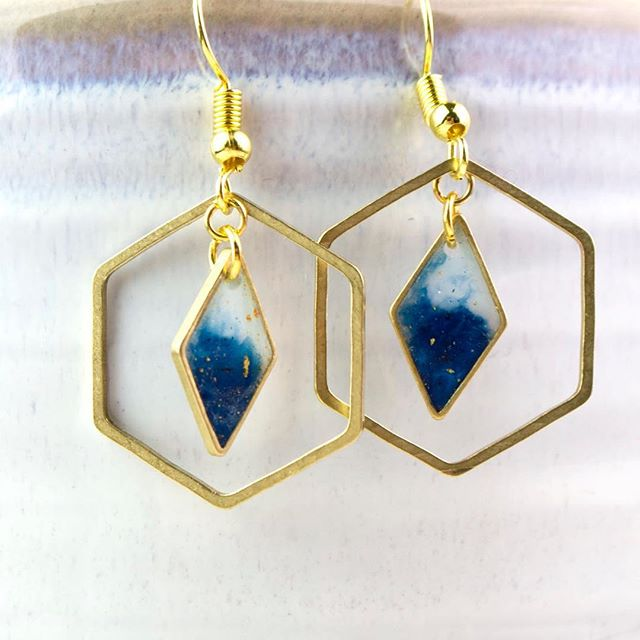 Super cute COE earrings with brass hexagons that move round in the loop! This allows it to delicately catch the light and give you a little bit of a twinkle. #blue #colourcrush #etsyseller #resin
