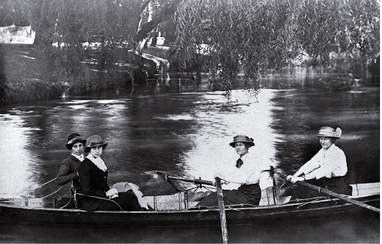 Women rowing on the Avon River (~1901) - Photo courtesy of CCC Library