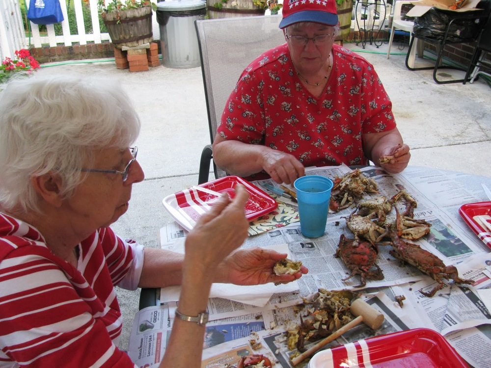 Seniors-crab-feast-2013_09.JPG