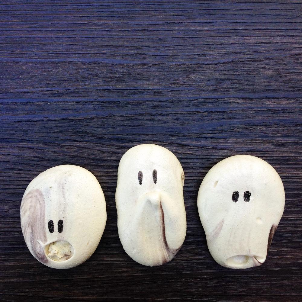 Spooky Meringues | Rafaella.Sargi.com