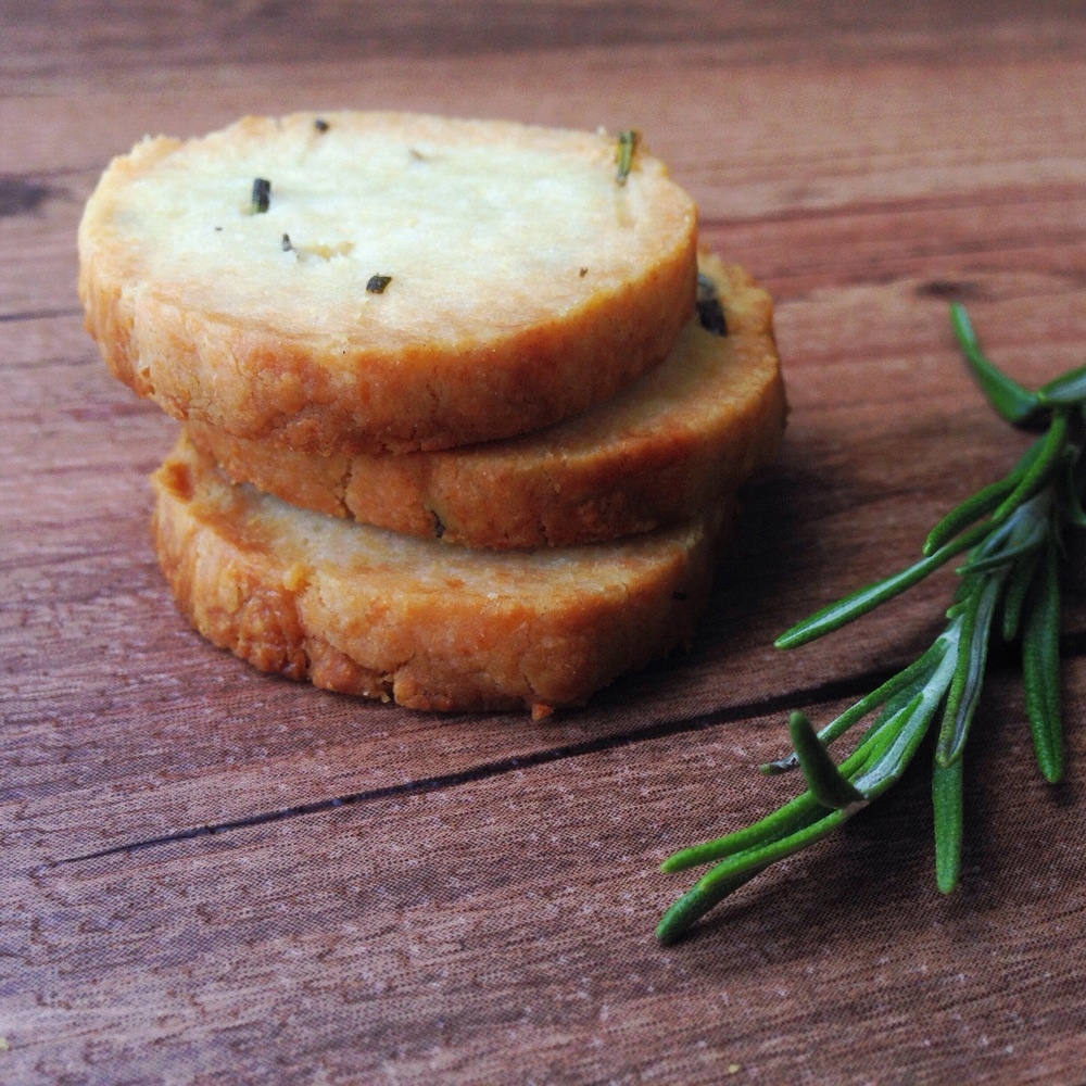 Pecorino Romano and Rosemary Cookies | RafaellaSargi.com