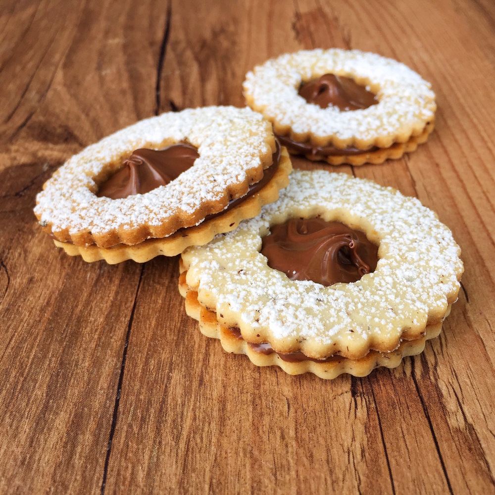 Hazelnut Cookies with Nutella Filling | RafaellaSargi.com