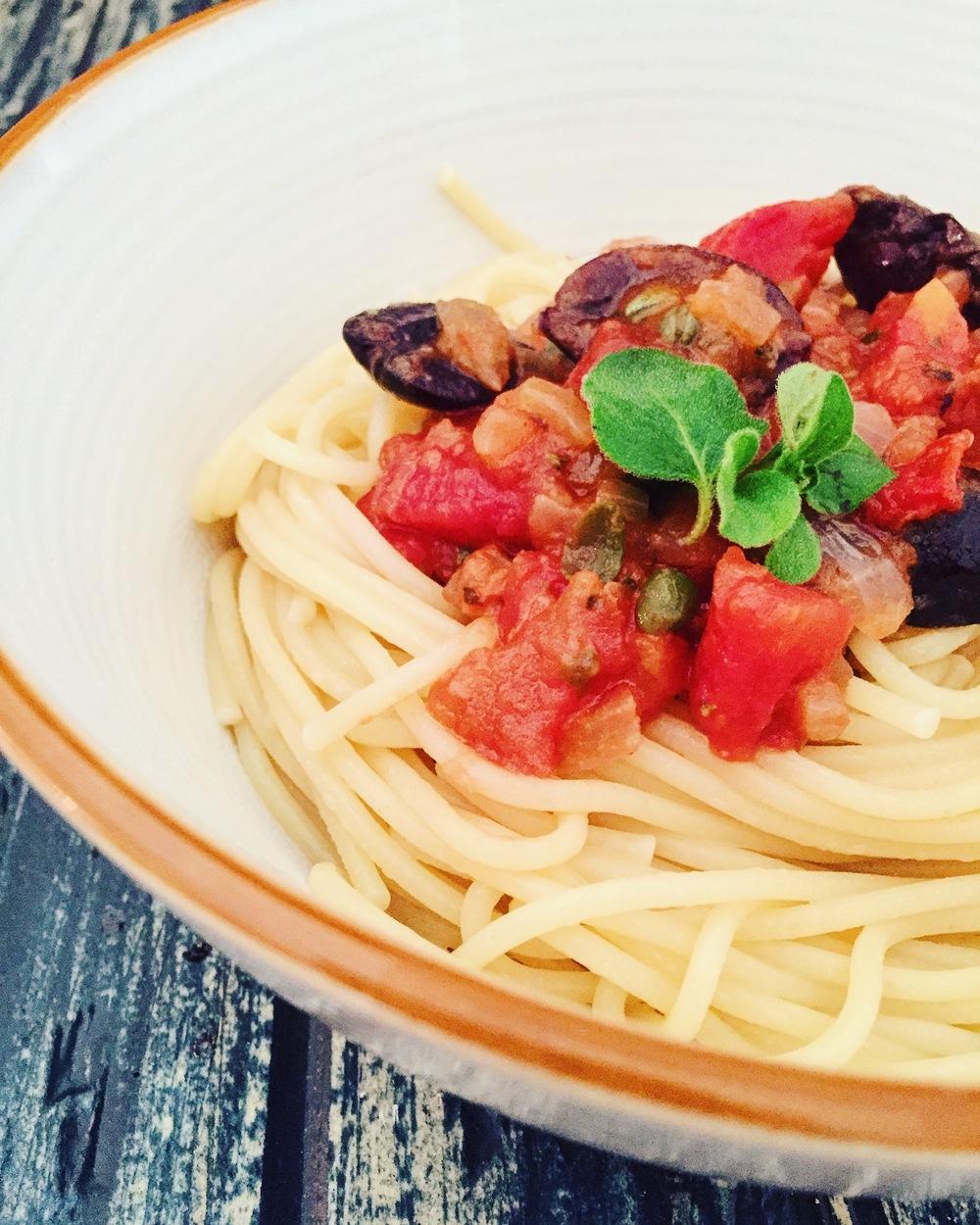 Spaghetti alla Puttanesca | RafaellaSargi.com