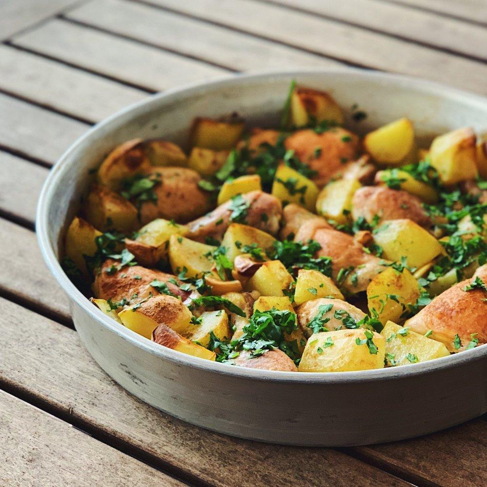 One Pan Chicken and Potatoes | RafaellaSargi.com