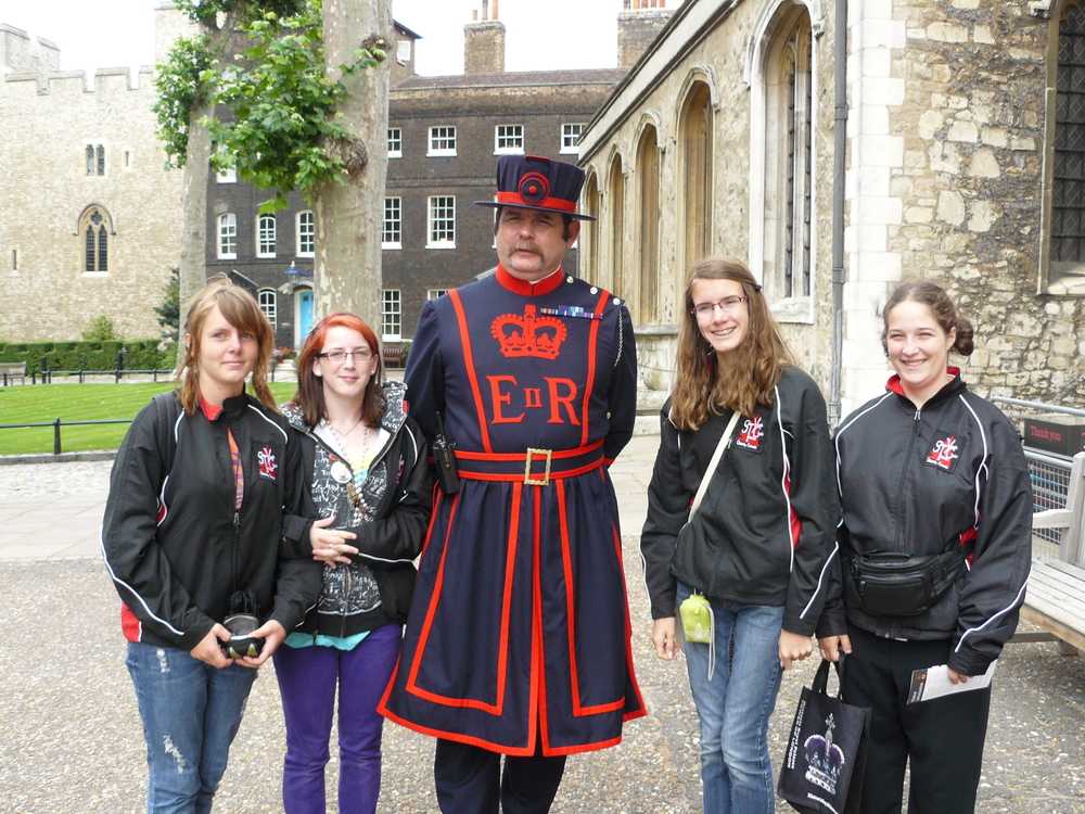 Four of our singers get a picture with one of the guards.