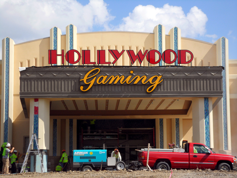 Entrance Hollywood Gaming.jpg