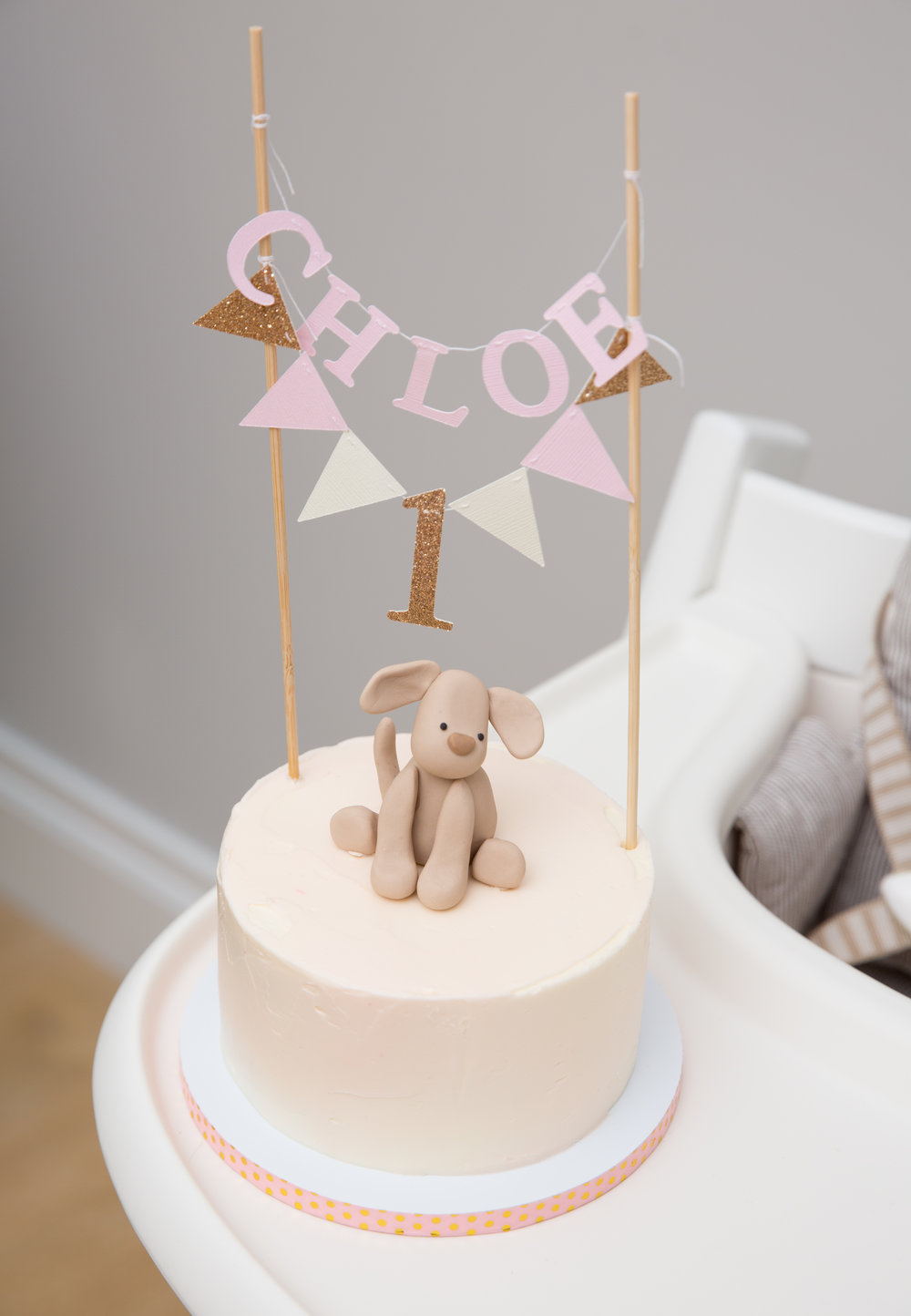 How cute is this puppy-themed cake? Betsy at  Nine Cakes  does it again!