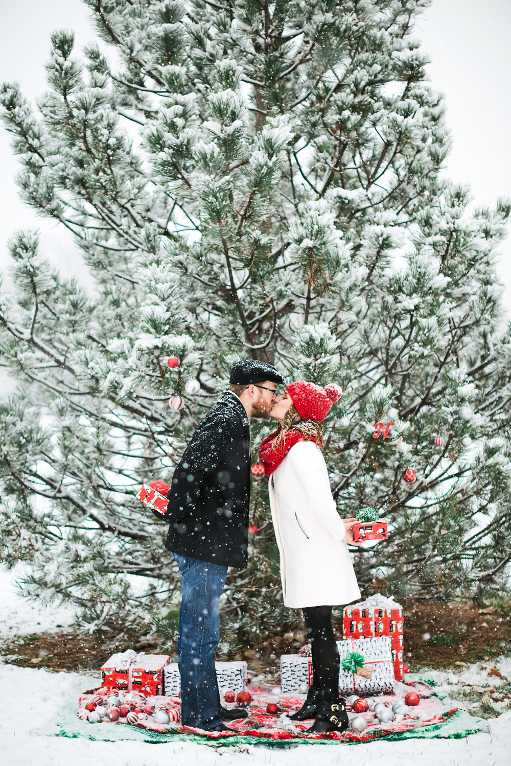 Oldani-Photography-St-Louis-Forest-Park-Engagement-Photos-Snow_20141116_16312630.jpg