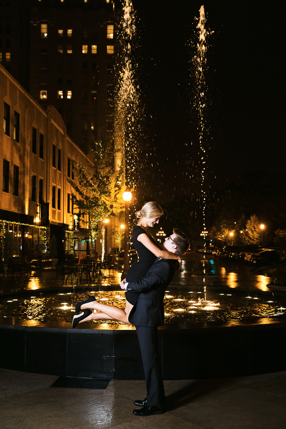 Oldani-Photography-St-Louis-CWE-Central-West-End-Night-Engagement-Photos_20141012_190725.jpg