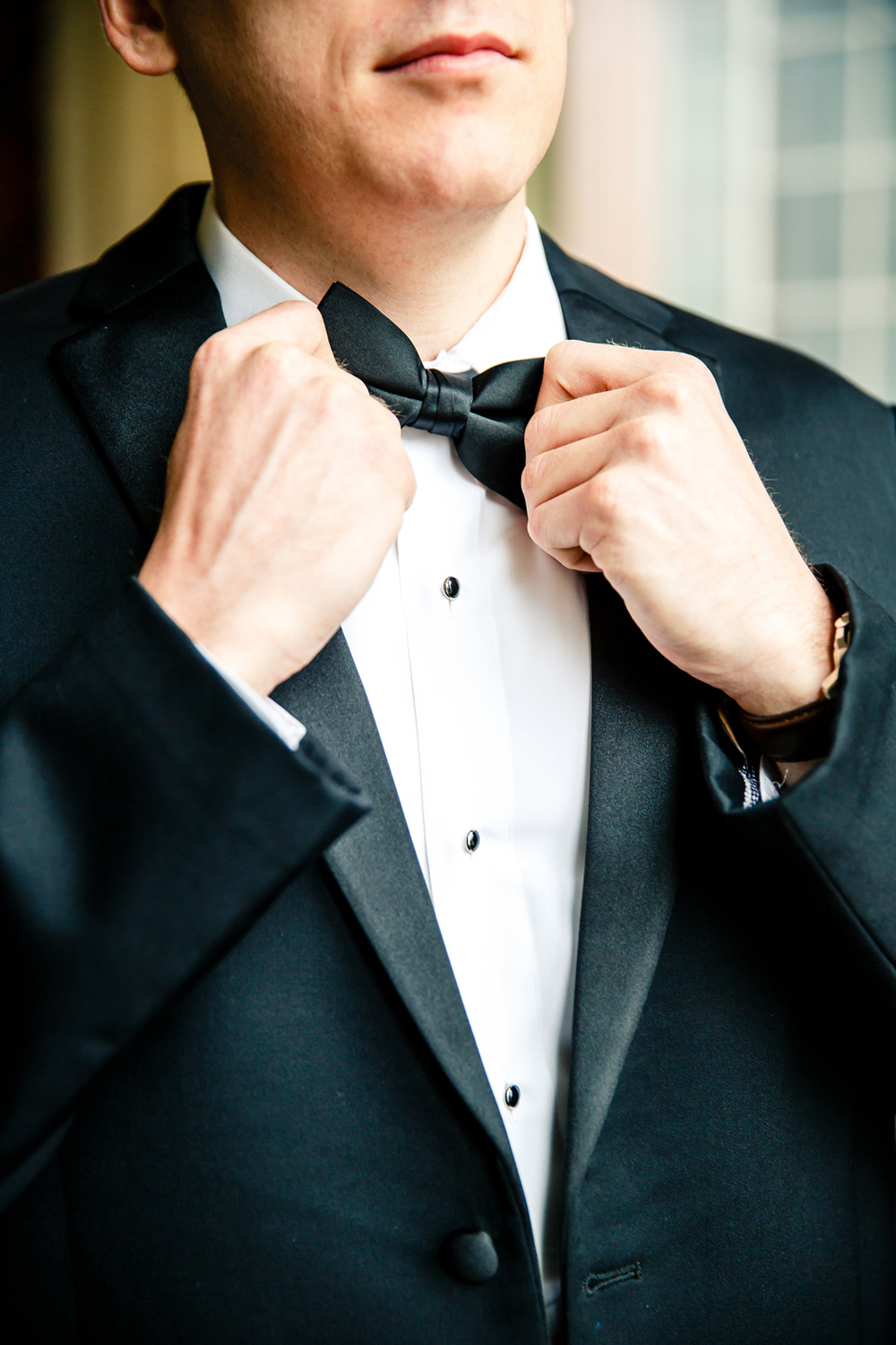 Groom Getting Ready Embassy Suites Downtown St. Louis Wedding Photographers by Oldani Photography 2.jpg