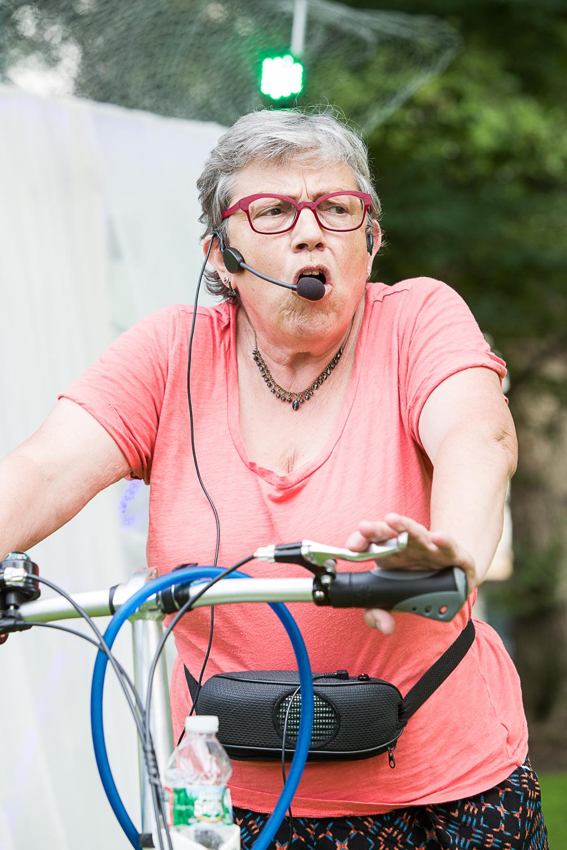 Susan Dorff performing  Il était une fois