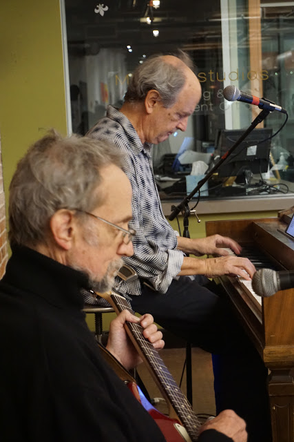 Peter Tork (l) and Nick Thorkelson. Photo by Mario Avila