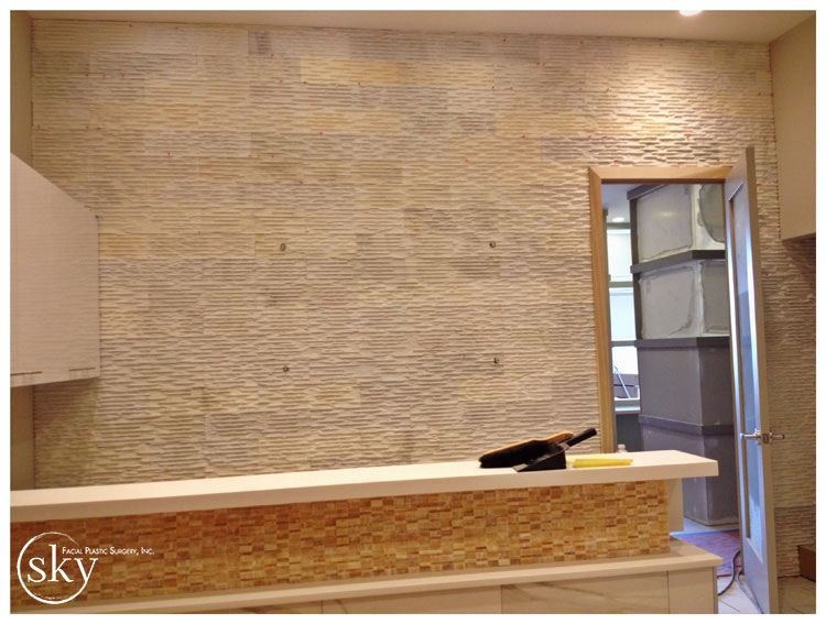 PHOTO: Wall behind reception desk with floor to ceiling stacked quartz.