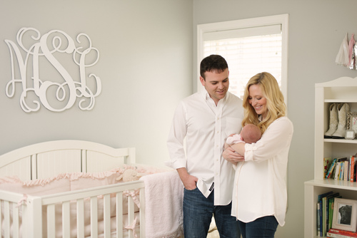 The families with the best looking in home newborn sessions choose outfits that are neutral or match with their decor if you need help choosing what to
