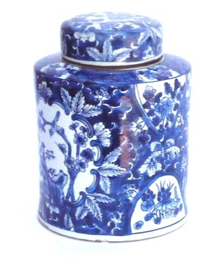 Blue & White Porcelain Covered Jar  7.5d x10h   OP083