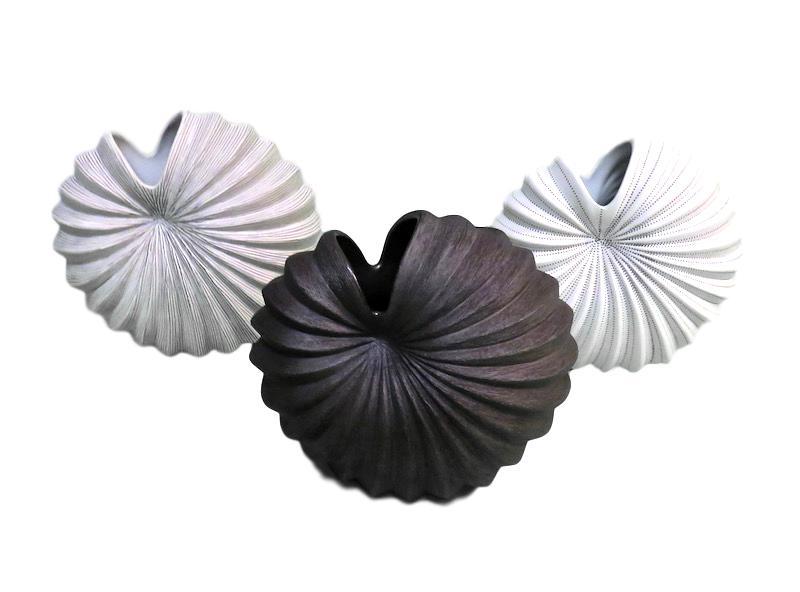 Medium Palm Vase   8x5x7h  Brown/White FT16-1279, Black FT25-494, Blue/White FT16-1286