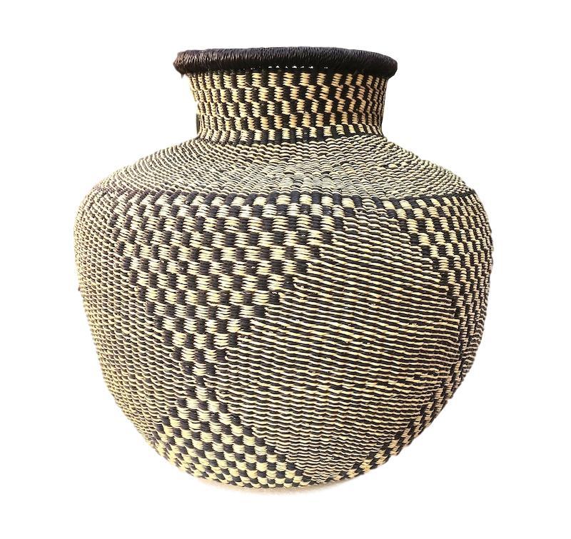 Cape Basket, Ghana  15dx20h +/-  DA001