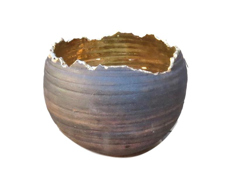 Tatiana, 23k Gold/Black Ceramic Torn Edge Bowl   8.5dx7.5h  TA0078