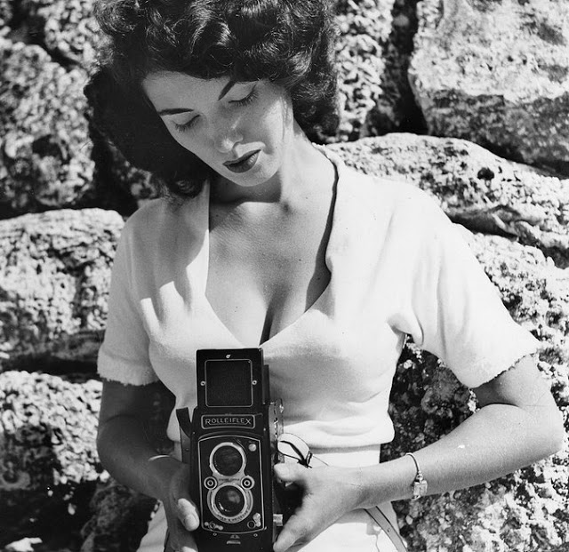 Bunny+Yeager+with+Her+Cameras+4.jpg
