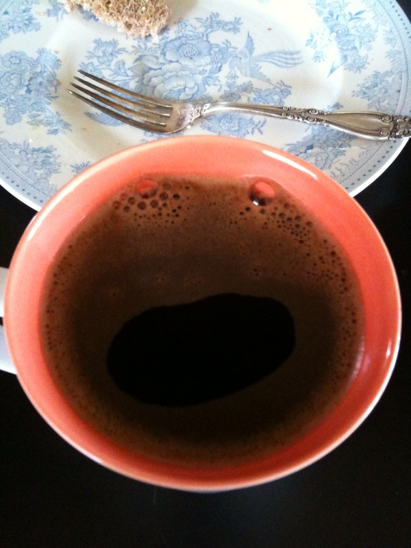 "Look at the ""Funny Face"" design in my coffee!! Froggie?! :D"