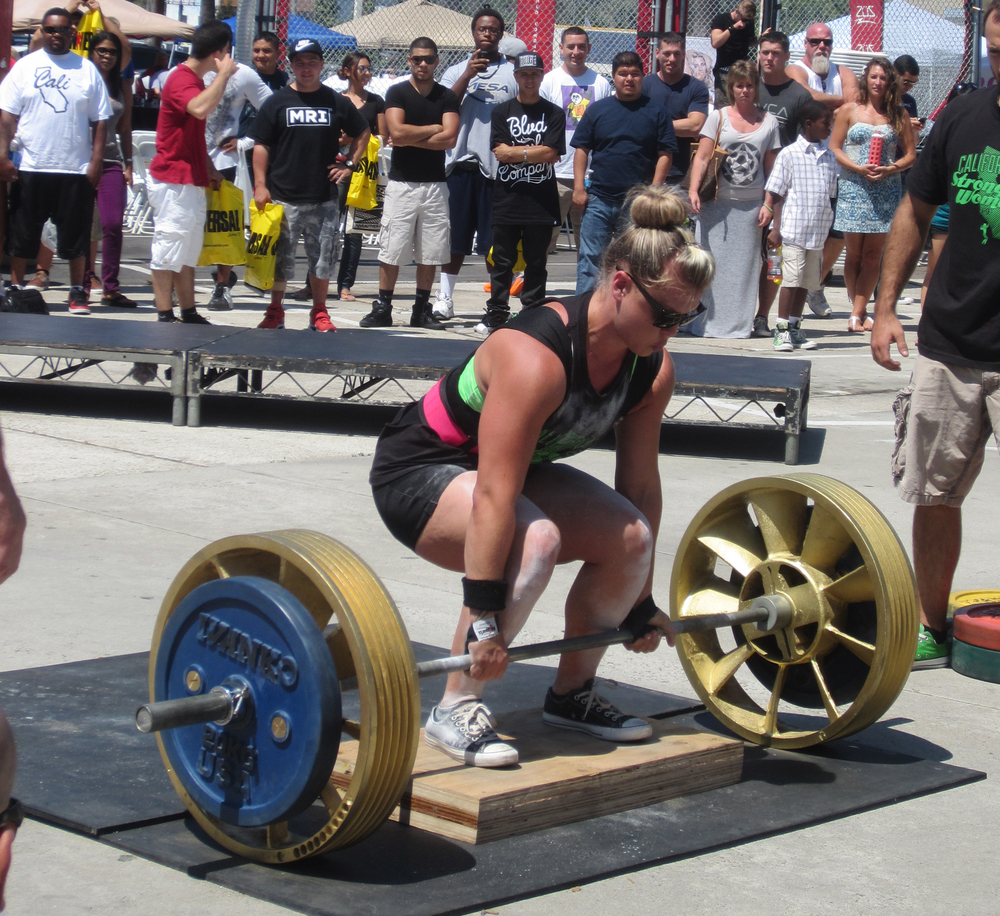San Diego personal trainer and strongwoman, Jennie Cwikla deadlifting 300+ pounds from 9 inches in competition.