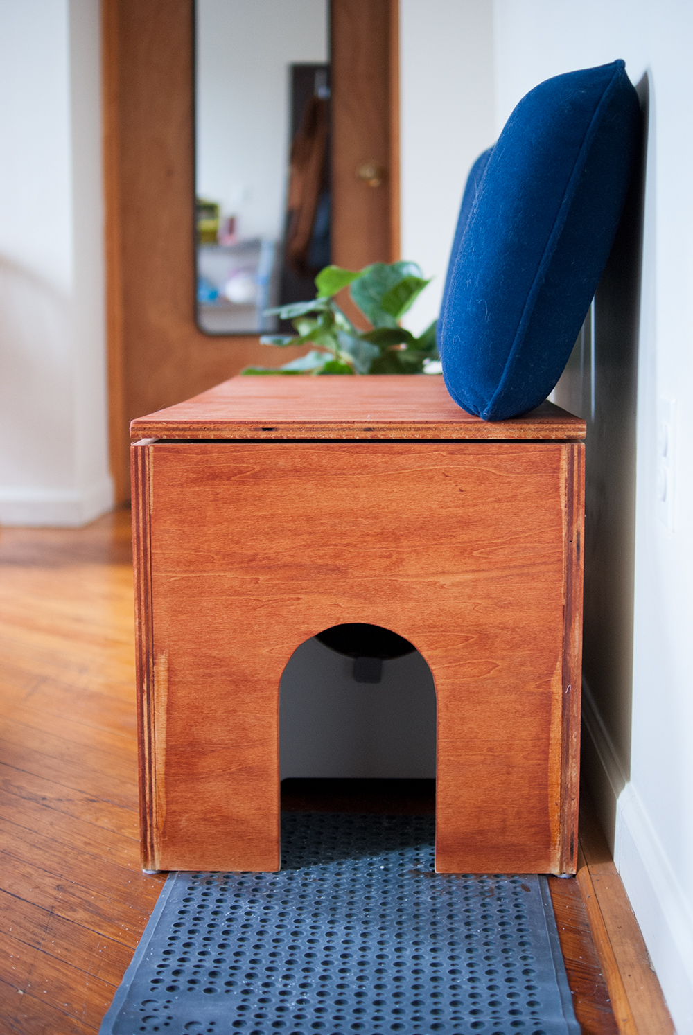 Make a DIY litter box cover bench for your cat and yourself! Covers up your kitty's litter box and supplies, while adding additional functionality by adding seating to your home - #DIY #kitty #catDIY #litterbox #litterboxDIY #DIYbench #litterboxbench
